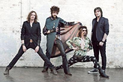 El cuarteto británico The Darkness. Su líder, Justin Hawkins, es el segundo por la derecha.