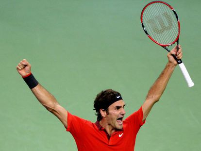 Roger Federer celebra su victoria.