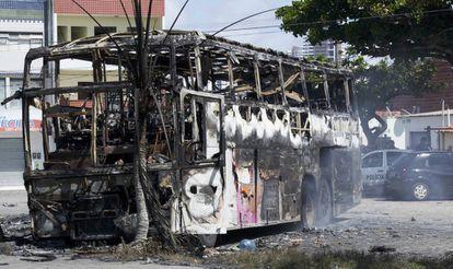 Autobús quemado este lunes, en Navidad