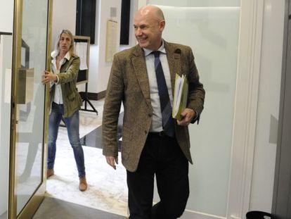 El 'ararteko' en funciones, Iñigo Lamarca, minutos antes de ofrecer su última comparecencia en el Parlamento vasco.