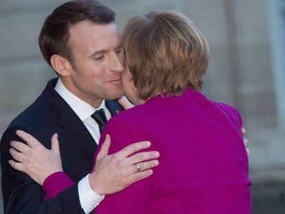 El presidente Emmanuel Macron recibe a la canciller Angela Merkel en el Elíseo