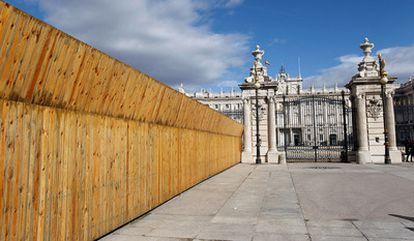 Tras la valla de madera que se extiende desde el palacio Real hasta la catedral de la Almudena se encuentra el acceso al futuro Museo de Colecciones Reales de Patrimonio Nacional. Al construirlo se han encontrado importantes ruinas que revelan un pasado nuevo para Madrid.