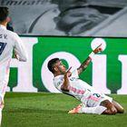 Vinicius celebra tras marcar primer gol para el Real Madrid.