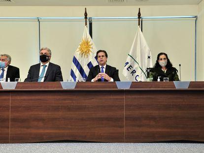 El presidente de Uruguay, Luis Lacalle Pou, y varios de sus ministros participan de la cumbre de presidentes de Mercosur celebrada este jueves de manera virtual,
