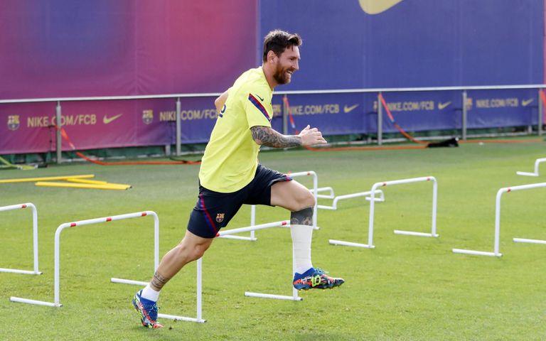 Leo Messi se entrena en la vuelta al trabajo del Barcelona este martes.