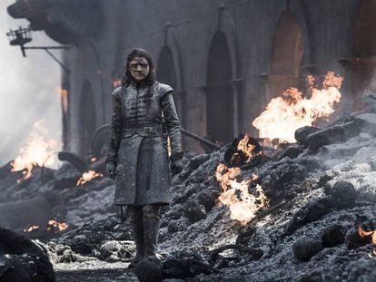 'Juego de tronos' se ha ganado por méritos propios ser considerada una de las mejores series de la última década. Sin embargo, esta reputación no ha librado a la ficción de HBO de cometer gazapos poco discretos. En la imagen, Arya Stark en el penúltimo capítulo.