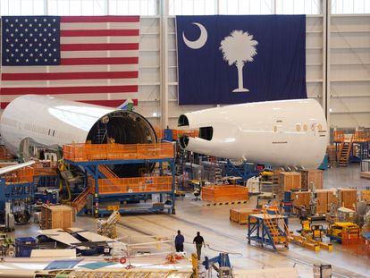 Ensamblaje de parte de un Boeing 787 Dreamliner en Carolina del Sur (Estados Unidos).