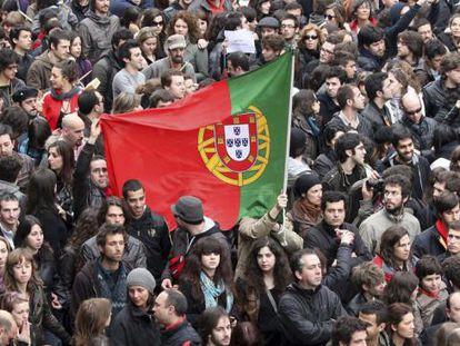 Miles de jóvenes se manifiestan en Lisboa el 12 de marzo de 2011.