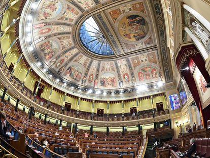 Sin la equidistancia entre sus distintas fuerzas la cúpula del hemiciclo del Congreso se desplomaría sobre las cabezas de los diputados y aplastaría por igual a los de derechas y de izquierdas.