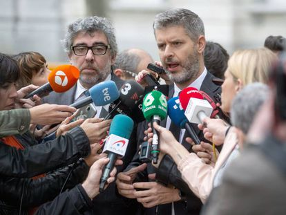 Los abogados de los políticos presos electos, Andreu Van den Eynde y Jordi Pina este miércoles en Madrid.