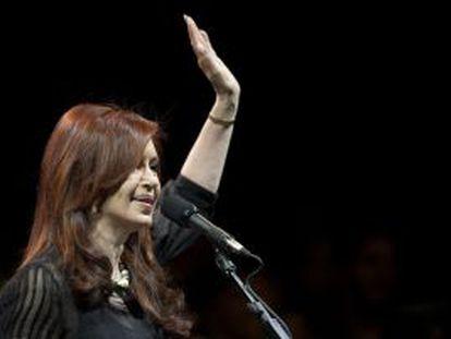 La presidenta argentina, Cristina Fernández, en el mitin del cierre de la campaña electoral en Buenos Aires.