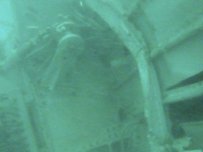 Hallada la cola del avión de Air Asia siniestrado en el mar de Java