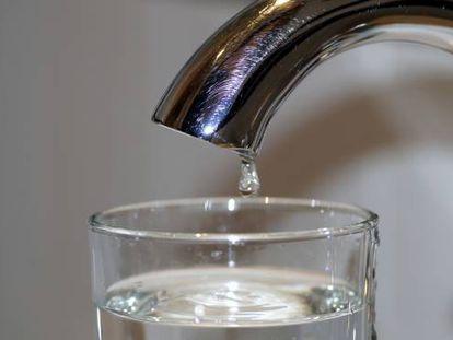 Ahorremos agua, es un bien de todos.