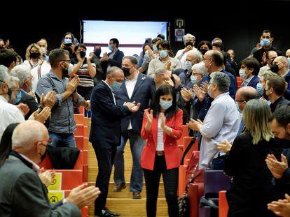 El presidente de ERC, Oriol Junqueras (c), junto a la secretaria general del partido, Marta Vilalta (d), en un acto en Lleida.