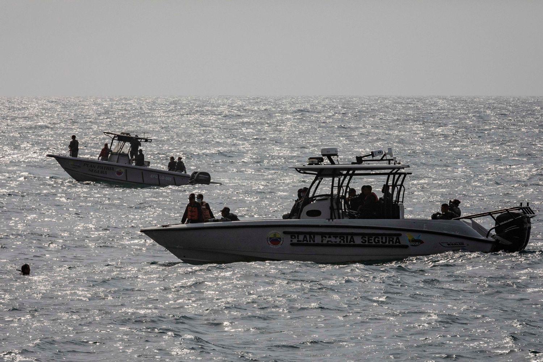 Patrulla de la Armada venezolana en la costa de La Guaira.