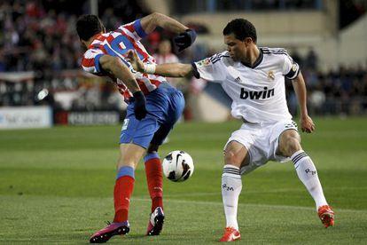 Pepe pelea un balón con Diego Costa.