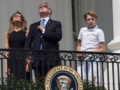 Melania y Donald Trump junto a su hijo Barron, en la Casa Blanca.