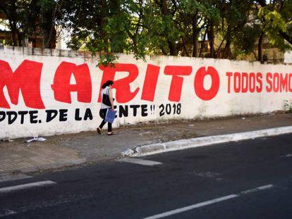 Pintada a favor de Mario Abdo, candidato del partido Colorado, en una calle de Asunción.
