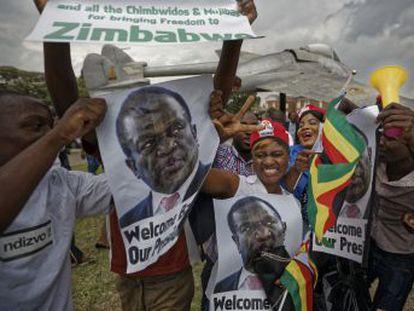 El exvicepresidente Emmerson Mnangagwa promete sacar al país de la grave crisis económica