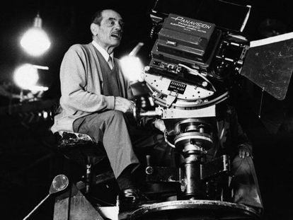 Luis Buñuel, durante un rodaje.