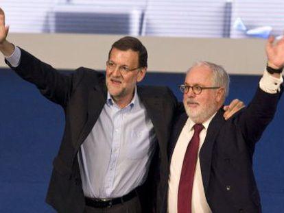 El presidente del Gobierno, Mariano Rajoy, y el cabeza de lista del PP a las elecciones europeas, Miguel Arias Cañete.