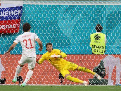 Oyarzabal anota el último penalti de la tanda.