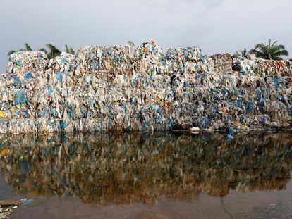 Planta de reciclaje ilegal en Kuala Langat, Malasia.