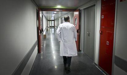 La tasa de médicos todavía supera a la recomendada.