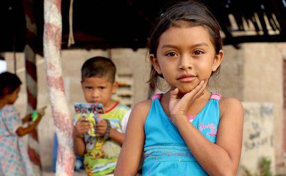 Niña en la Guajira, Colombia, donde se desarrolla un proyecto de agua.