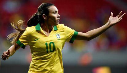 Marta Vieira, en un partido con Brasil, considerada la mejor jugadora del mundo.