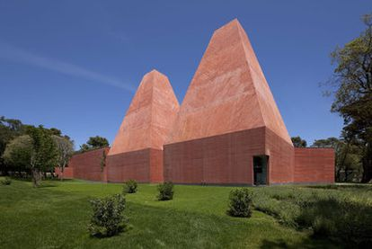 La Casa das Histórias en Ibiza, obra del portugués Eduardo Souto de Moura, premiado con el Pritzker, <i>el Nobel de la arquitectura</i>.