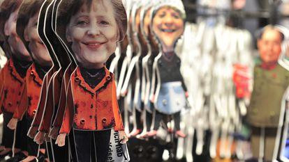 Marionetas de Angela Merkel en un mercado de Navidad en el centro de Berlín, en 2010.