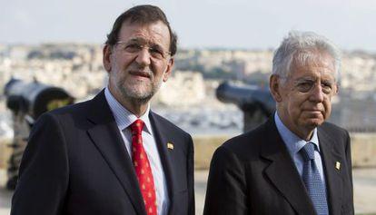 El presidente, Mariano Rajoy, y el primer ministro italiano, Mario Monti, en Malta el 5 de octubre de 2012