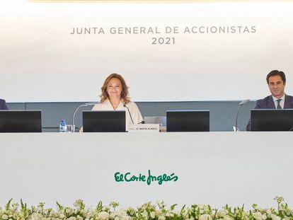 Víctor del Pozo, consejero delegado; Marta Álvarez, presidenta; José Ramón de Hoces, consejero secretario de El Corte Inglés.
