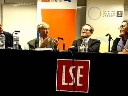 Paul Preston, John H. Elliot, Felipe Fernández-Armesto y la moderadora Contxa Rodríguez, ayer en la London School of Economics.