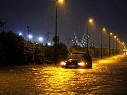 Una de las carreteras inundadas en Vinaròs.