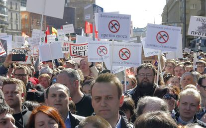 El opositor ruso, Alexei Navalni, acude a las protestas contra los derribos masivos en Moscú (Rusia).
