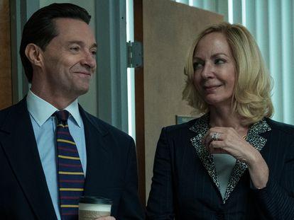 Hugh Jackman y Allison Janney, en 'La estafa'.