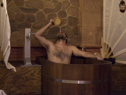 Una tarde en el spa donde no sueltas nunca la jarra de cerveza