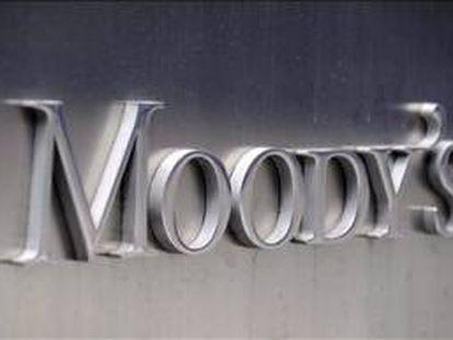 """Moody's justificó la acción de hoy en su decisión de hace dos días de poner en perspectiva negativa para una posible rebaja la máxima nota """"Aaa"""" (matrícula de honor) que otorga a la deuda soberana de Alemania, según detalló en un comunicado de prensa. EFE/Archivo"""
