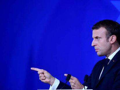 Emmanuel Macron, durante la conferencia de prensa, este viernes en Bruselas.