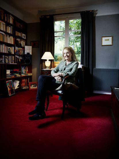 La escritora francesa Annie Ernaux en su casa de Cergy-Pontoise.