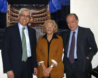 Manuela Carmena, junto al presidente y el director general del Teatro Real, Gregorio Marañón (derecha), e Ignacio García-Belenguer, este miércoles.