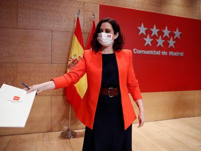 La presidenta de la Comunidad de Madrid, Isabel Díaz Ayuso, antes de una rueda de prensa en la sede del Gobierno regional.