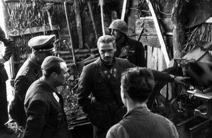 Junio Valerio Borghese visita el batallón Barbarigo de la Decima Flottiglia Mas, en Anzio (Roma), en febrero de 1944.