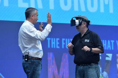 Una prueba en el escenario de la conferencia de Intel.