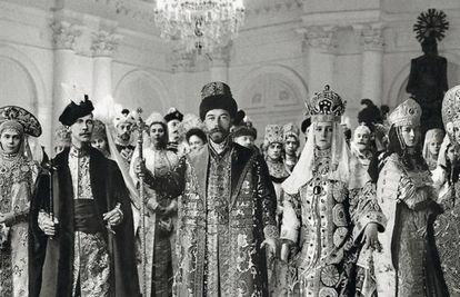 El zar NicolásII ideó un fastuoso baile de disfraces que constituiría un viaje en el tiempo al reinado de AlejoI.