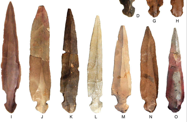 Los cuchillos encontrados en la cueva de Nahal Hemar (Israel) que sirvieron probablemente a desmembrar a los difuntos.