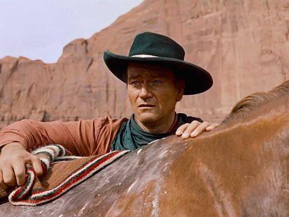 John Wayne, en un fotograma de la película 'Centauros del desierto'.