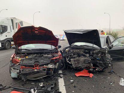 Dos de los ocho vehículos implicados en el accidente de la M-45.